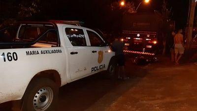 MA. AUXILIADORA: MOTOCICLISTA FALLECE TRAS CHOCAR CONTRA UN CAMIÓN ESTACIONADO