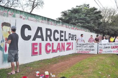 Pintata para exigir prisión de miembros del clan