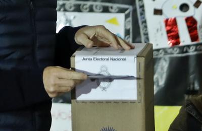 Argentina: gobernadores de cuatro provincias son reelegidos en las urnas
