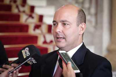 Ministro ratifica total transparencia y participación en proyecto de Agenda Digital