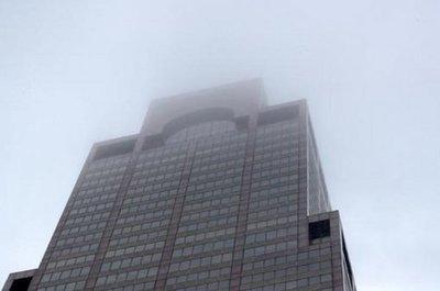 Helicóptero choca contra un rascacielos en Nueva York