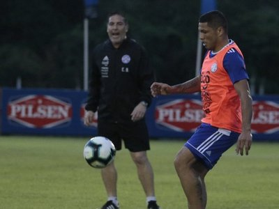 Paraguay oficializa al reemplazante de Richard Ortiz