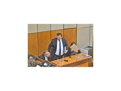 En el PLRA formalizan pedido de expulsión de Dionisio Amarilla