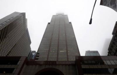 Muere el piloto de un helicóptero al chocar contra un rascacielos de Nueva York