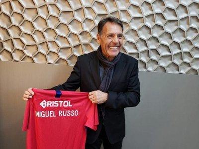 Postergan presentación de Russo en Cerro