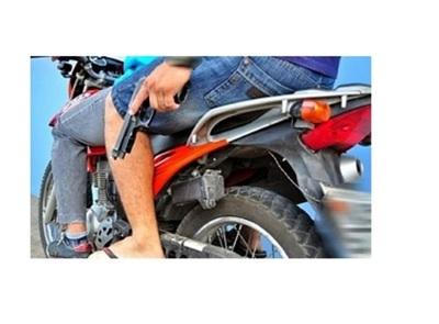 Malvivientes despojan a una mujer de su motocicleta