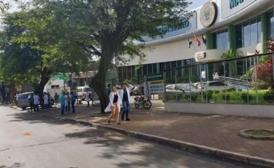 """Migraciones entrega documentos """"a ciegas"""" para estudiantes brasileños"""