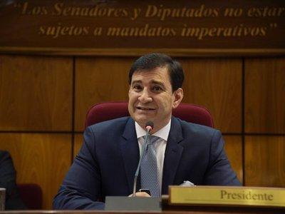 """Para Silvio Ovelar es """"inviable"""" que salario de docentes sea para legisladores"""