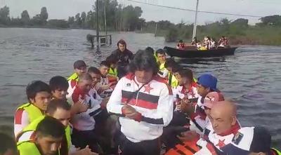 En barco para jugar la Copa