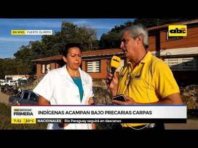 Indígenas acampan bajo precarias carpas