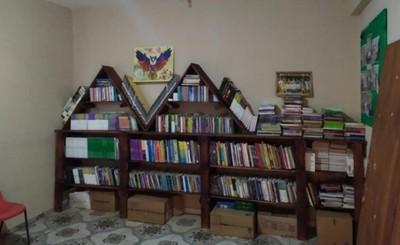 Jóvenes donan mobiliarios para Biblioteca Comunitaria del Km 7