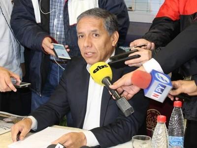 No pudo ir a Itaipú y ahora colabora externamente con el Ejecutivo