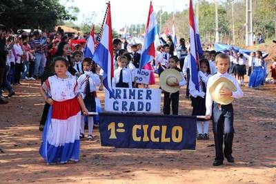 Emotivo desfile por la Paz del Chaco en Santa Lucía