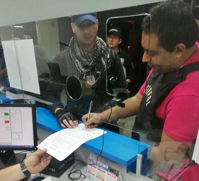 Migraciones expulsó a brasileño prófugo de la justicia de su país