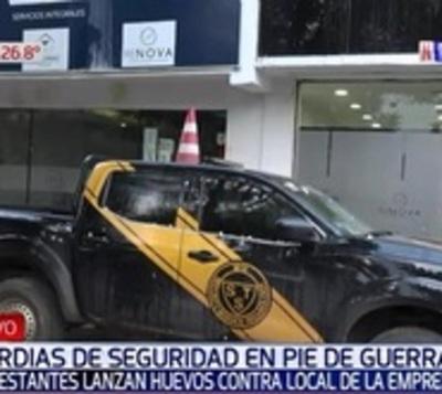 Ex guardias de IPS se manifiestan y exigen pago de haberes