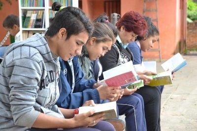 Donan libros a colegios para fomentar lectura