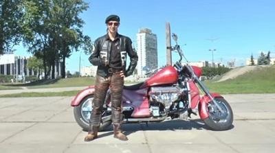 Youtuber muere al conducir motocicleta con los pies