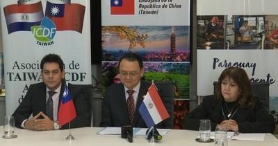 SNPP y Embajada de Taiwán entregan pasajes aéreos a jóvenes becarios