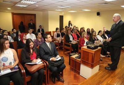 Autoridades judiciales dialogaron con estudiantes