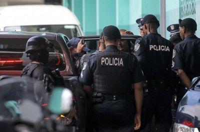 Tribunal excarcela a expresidente Martinelli tras un año detenido