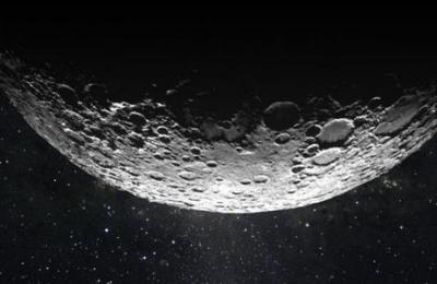 Descubren misteriosa masa metálica gigante enterrada en la luna