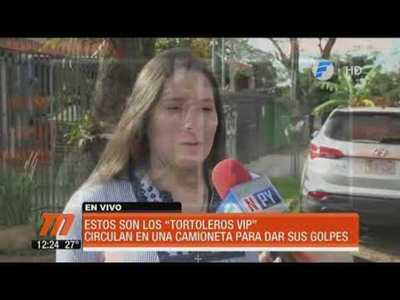 """Tortoleros VIP"" circulan en lujosa camioneta"