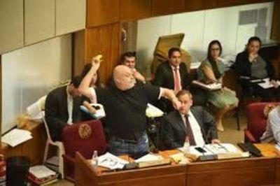 Senador Payo Cubas denuncia a Benigno López por desvío de USD 3 millones
