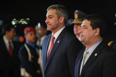 Jefe de Estado retornó al país tras lograr importantes acuerdos bilaterales con Bolivia