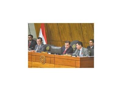 Cuevas tiró el fardo a líderes por la creación de 27 cargos