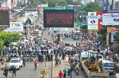 Manifestantes cerraron Puente de la Amistad para exigir cárcel para ZI