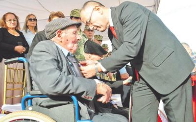 Emotivos homenajes a los héroes vivientes de la Guerra del Chaco