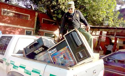 Requisan 12 máquinas tragamonedas explotadas ilegalmente en el mercado