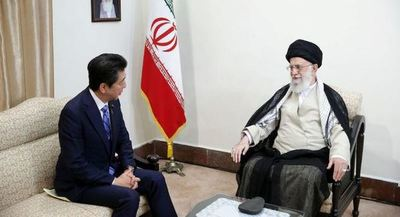 Abe, tras la reunión con Jameneí: Irán no planea producir ni usar armas nucleares