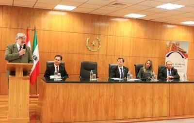 Ministro Martínez Simón impartió charla en Encarnación