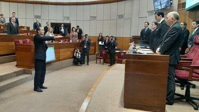 Eusebio Ramón Ayala jura como senador