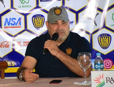 Chilavert, contento por ser embajador de Sportivo Luqueño.