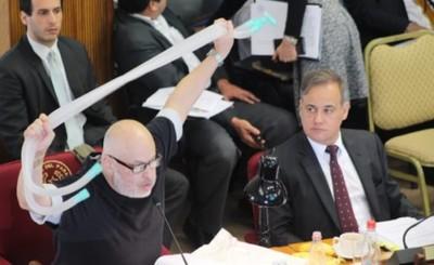 """Payo pide interpelar a """"Maligno"""" López por sobrefacturaciones en IPS"""