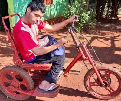 El joven que le dio la espalda a la discapacidad