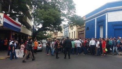 Guardias despedidos de la empresa SST aguardan solución a sus despidos