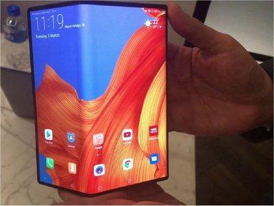 Huawei retrasa a septiembre el lanzamiento de teléfono plegable