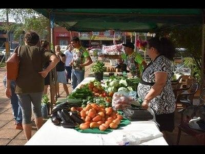 EXITOSA FERIA AGRÍCOLA Y ARTESANAL EN LA GOBERNACIÓN DE ITAPÚA