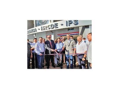 Abdo y titular de IPS inauguran obras