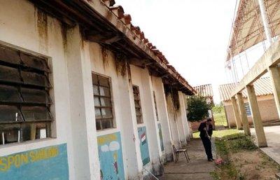 Denuncian exagerada espera para la reparación de escuela de Ybytymí