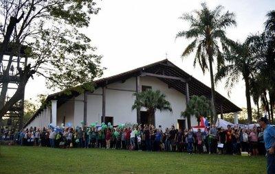 """Más de 1.200 jóvenes participan del """"desfile de los pueblos"""" en Yaguarón"""