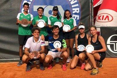 Leyla, Paulina y Daniel son campeones en dobles