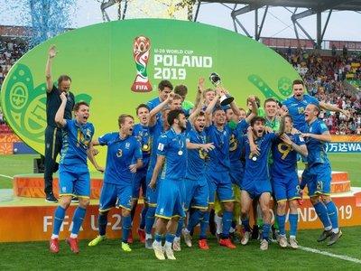 Lunin lleva a Ucrania a su primer título mundialista