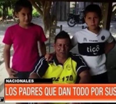 Un súper papá: Hombre en silla de ruedas lucha por sus hijos