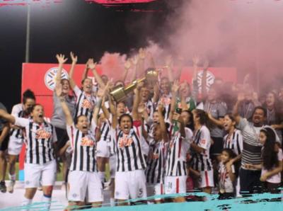 Libertad Limpeño resiste y se queda con el título del Apertura