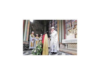 La primera misa, con seguridad tras el incendio en Notre Dame