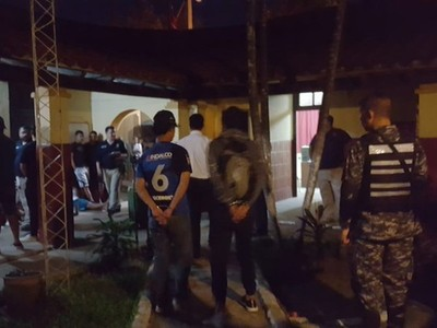 Redada policial deja más de 20 detenidos